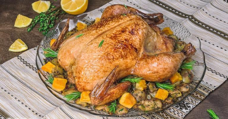 Курица в духовке целиком с хрустящей корочкой — 17 самых вкусных рецептов